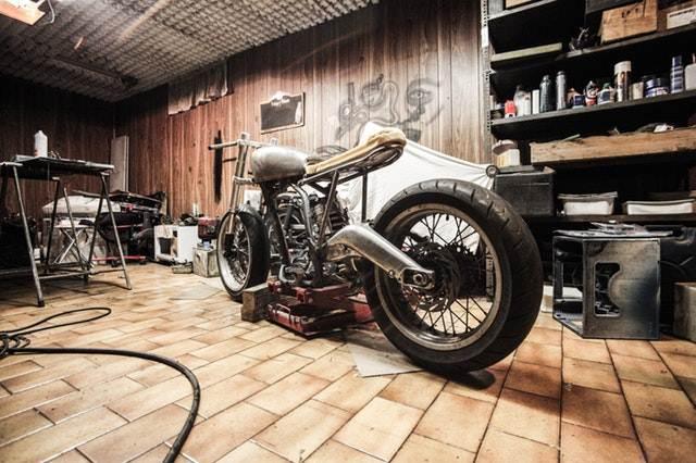 Peluang usaha rumahan - bengkel motor A